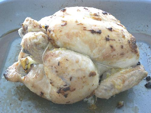 オーブンで約1時間20分焼けばできあがり。最低でも30分、アルミホイルを被せ寝かせてから切り分けるようにします。